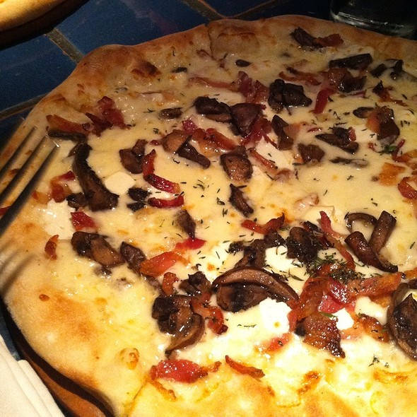 Smokey Pizza @ Red Tomato Cafe