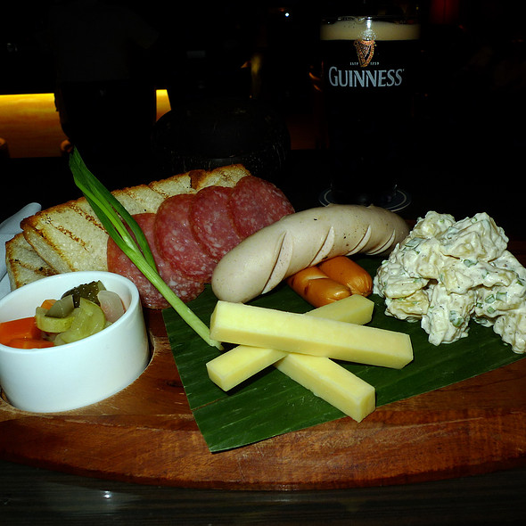 Ploughman's platter @ Beer Vault -  Four Points by Sheraton Bangkok