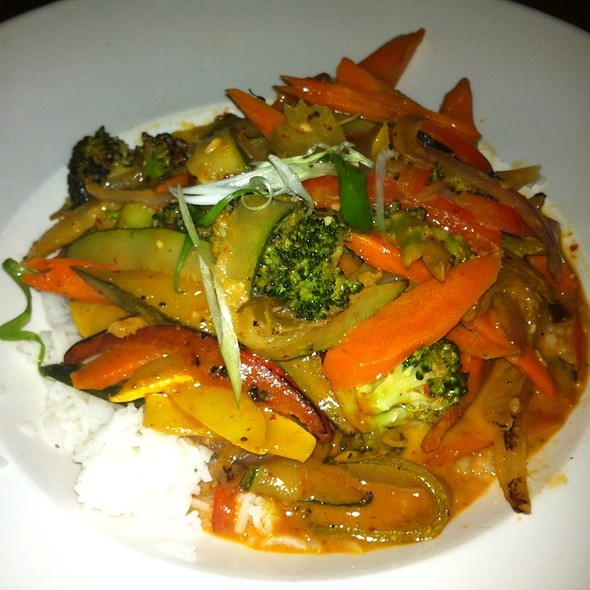 Vegtable Thai Stirfry - 21 Steps Kitchen + Bar, Whistler, BC