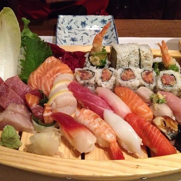Sushi & Sashimi - Ginko Japanese Restaurant, Toronto, ON