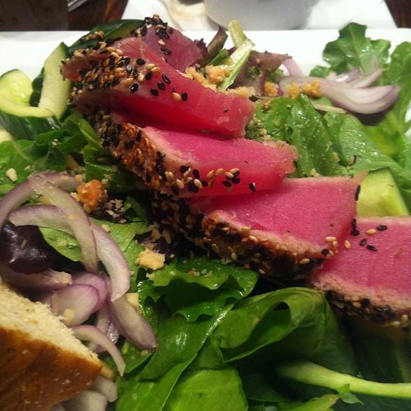 Seared Ahi Tuna Salad @ Dandelion Market
