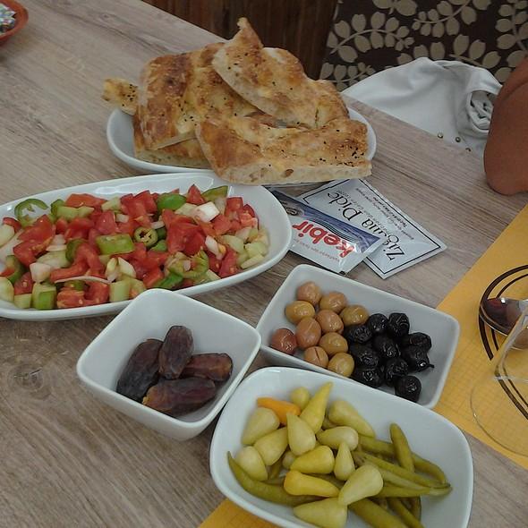 Salad @ Zigana Pide