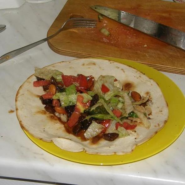 Burrito pallares con ensalada de castañas y pasas @ Gástro Ecléctico
