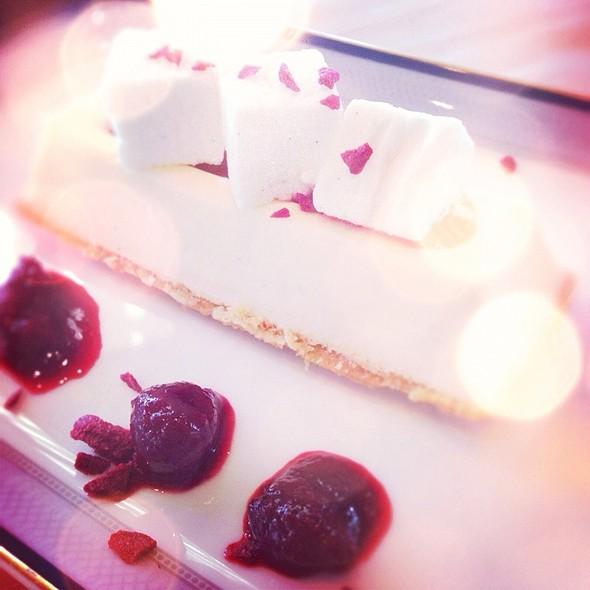 Cheese cake @ Al Qasr