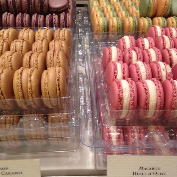 Macarons @ Pierre Hermé