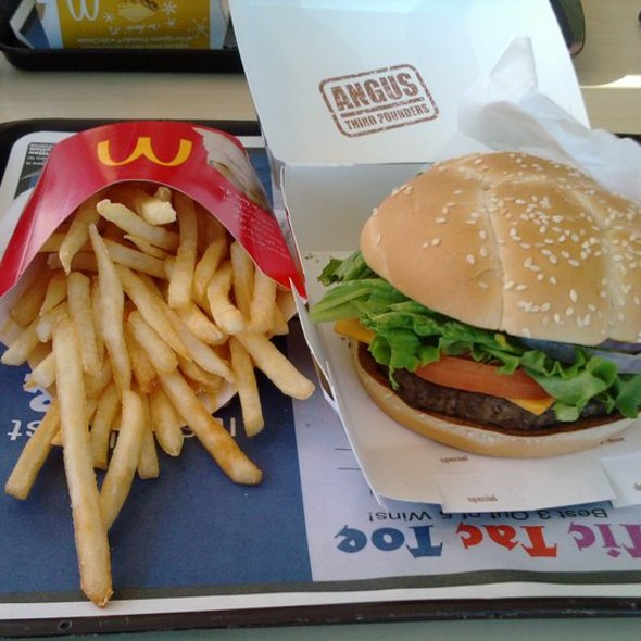 Angus Burger Combo @ McDonald's