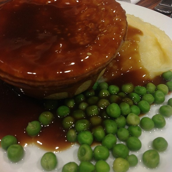 Beef and Red Wine Pie @ Calwell Club