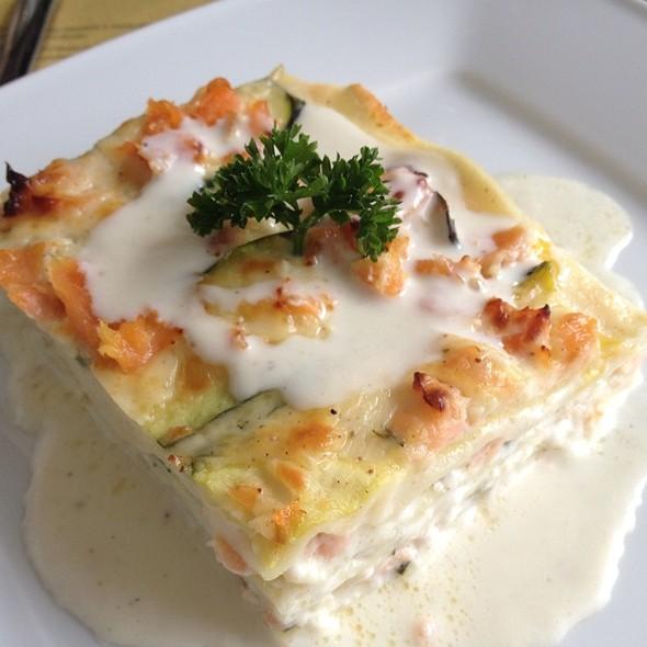 how to make salmon lasagna