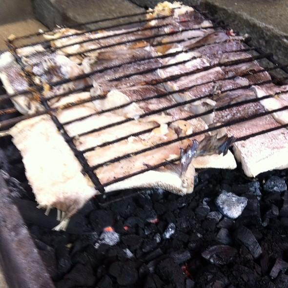 Bacalhau Na Brasa... Preparing @ Fertuzinhos