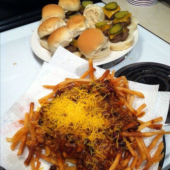 Sliders And Chili Cheese Fries @ My Place!!