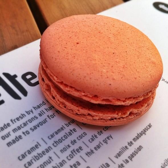 Rose Macaron @ Lette Macarons
