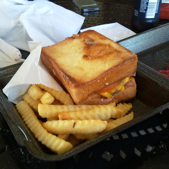 Cheeseburger on Cheese Toast @ Everybody Loves Cheeseburgers