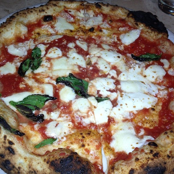 Pizza Margherita @ Keste' Pizza & Vino