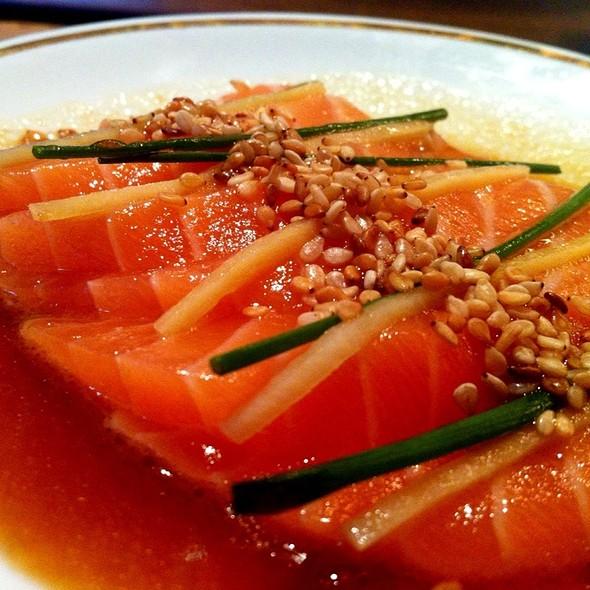 New-style salmon sashimi