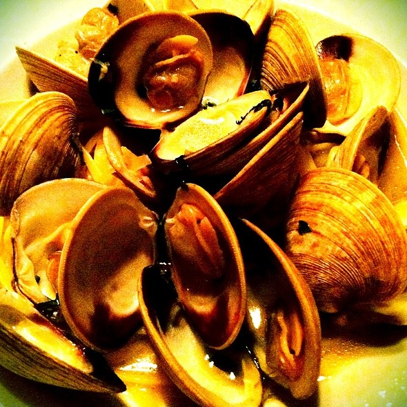 Linguine And Clams With White Clam Sauce @ Joey's Pasta House