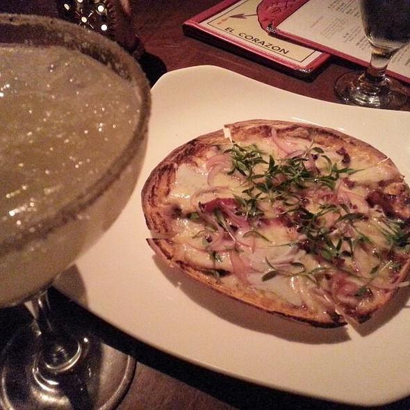 Mexican Pizza @ Hosteria el Vizio