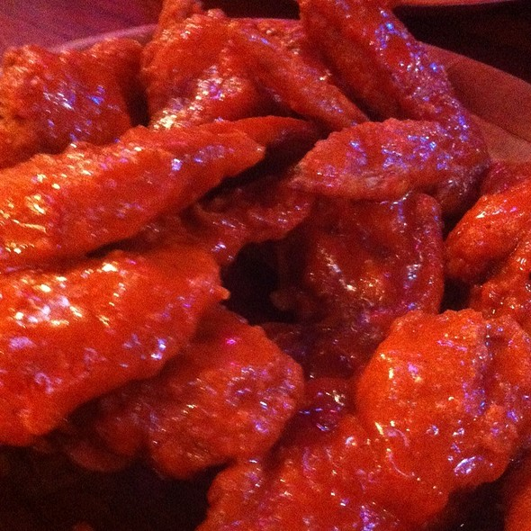 Bufalo Wings @ Hooters