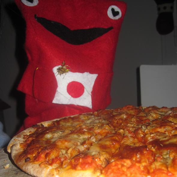Pizza Tonno  @ Cucina Nobile