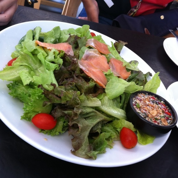 salmon salad with spicy sauce (hydro) @ Rasbit.Hydro