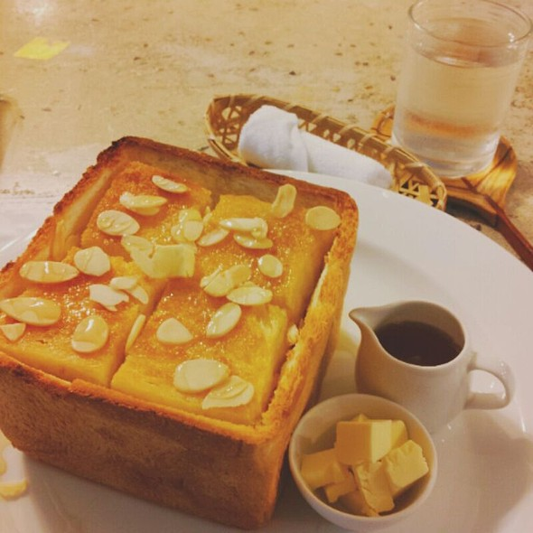 Honey Toast @ Chico Cafe'