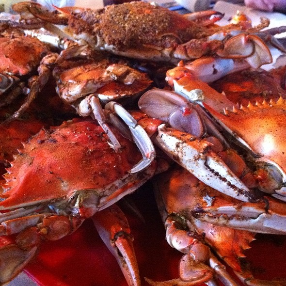 steamed crabs - Kentmorr Restaurant, Stevensville, MD