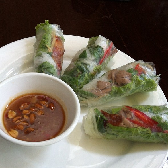 Roasted Duck Fresh Spring Rolls With Tamarind Sauce @ Romdeng