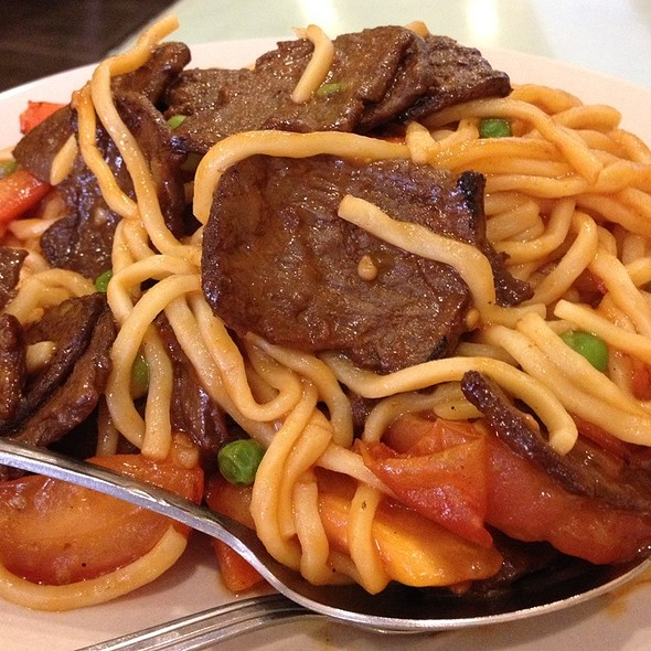 Tomato Beef Chow Mein