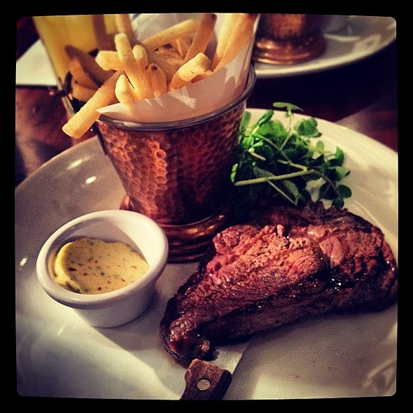 Rib eye steak I had yesterday in Southern Eleven restaurant in Spinningfield. Also with chips and garlic butter. Tasted pretty good. @ Southern Eleven Restaurant