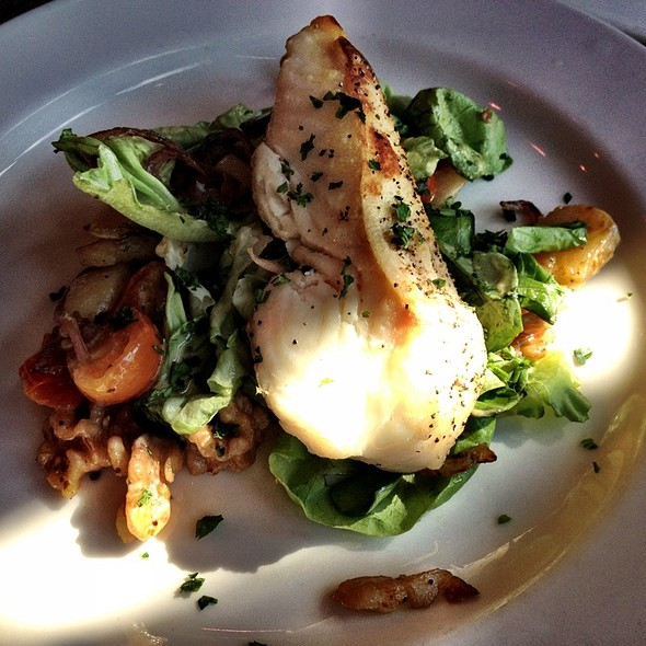 Filet De Halibut En Salade - Maximilien, Seattle