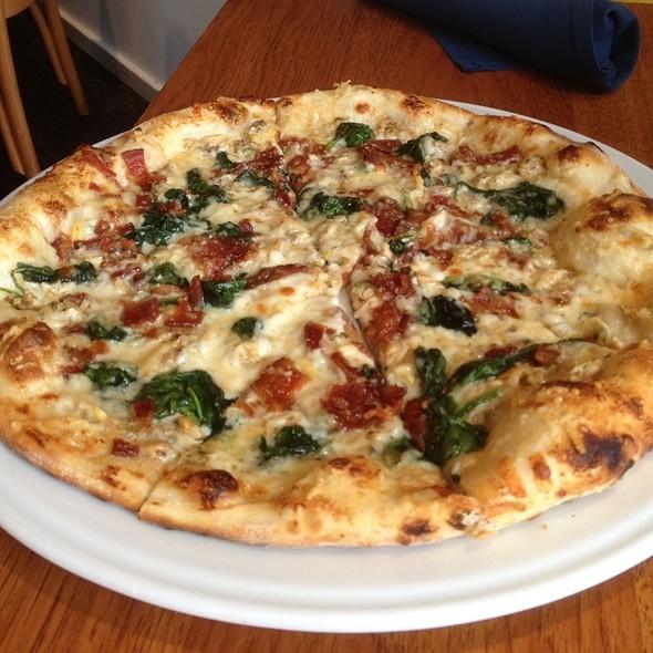 Cbs Pizza - Bentwood Tavern, New Buffalo, MI