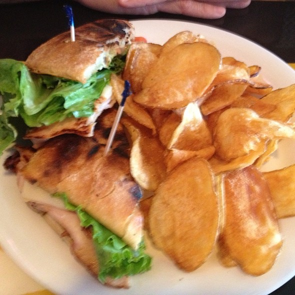 Panini & Pub Chips @ Johnny's Tavern (Power & Light)
