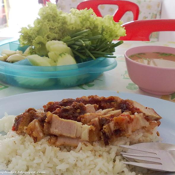 Crispy Pork @ Koon Yai Crispy Pork หมูกรอบคุณยาย ภูเก็ต