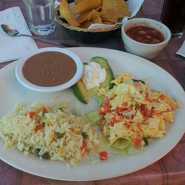 Desayuno Tipico @ El Tamarindo Restaurant
