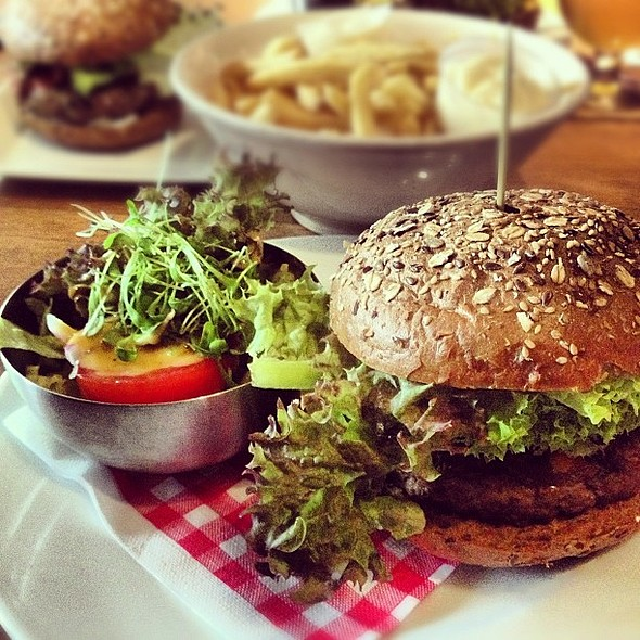 Mega hamburger du midi à Anvers. @ Lunchbox