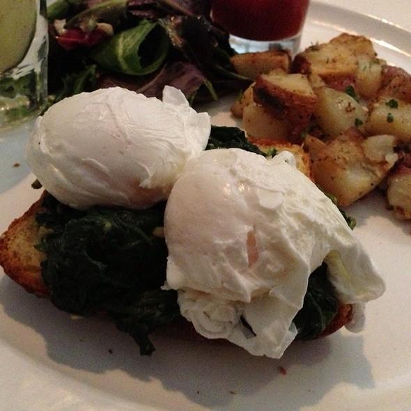Florentine Eggs Benedict @ Bisou French Bistro
