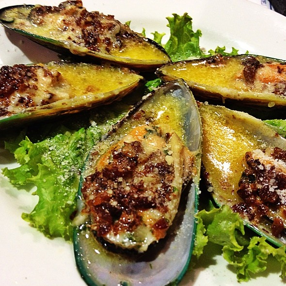 Baked New Zealand Green Mussels @ Almon Marina