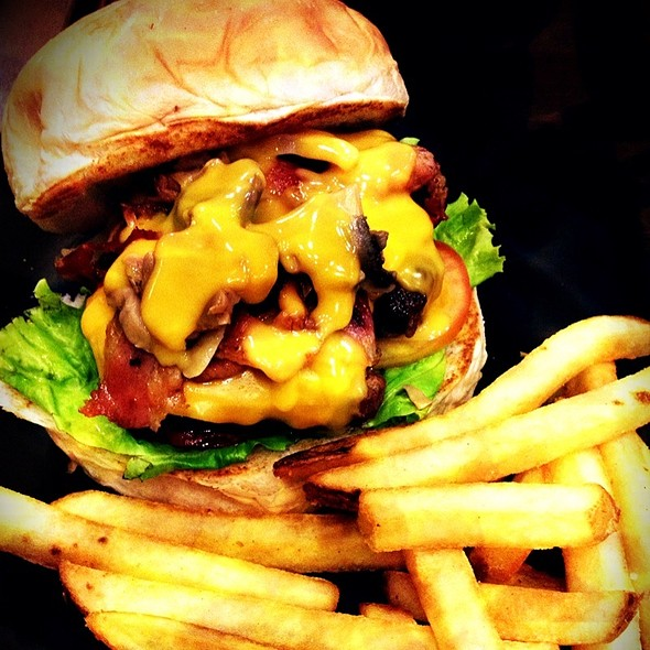Ultimate Cheeseburger @ Zark's burgers