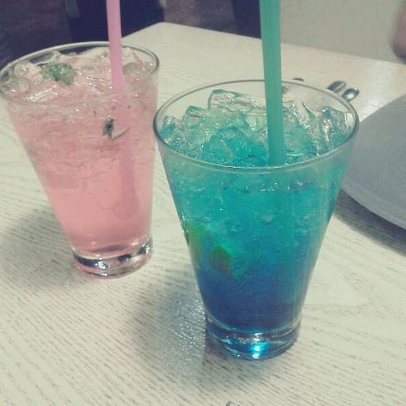 Blue Lagoon & Strawberry Daiquiri @ Olivié Café
