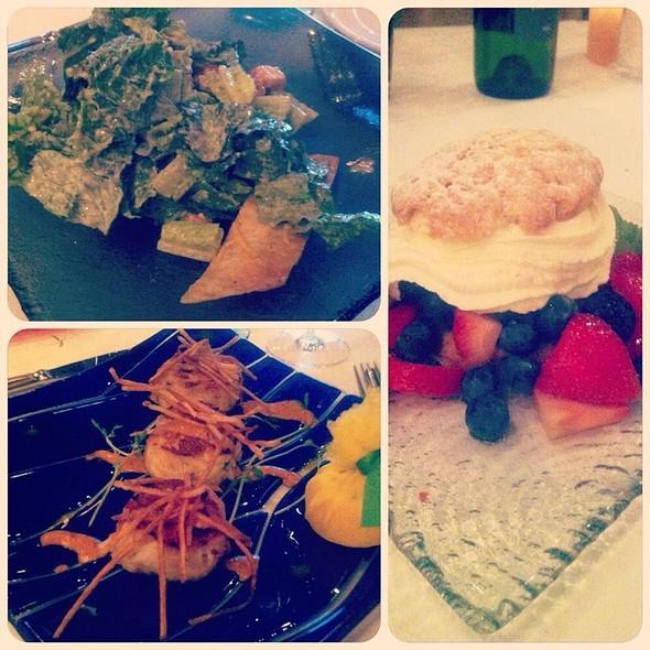 Caesar Salad / Crabcakes / Berry Shortcake