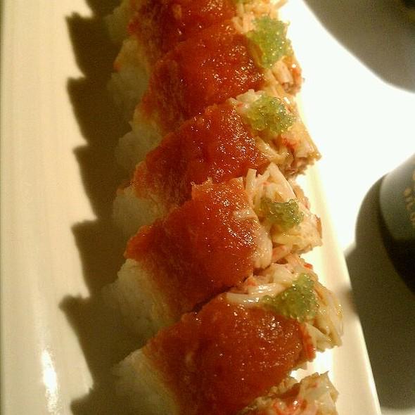 Dan Dan Roll Sushi @ Tong's Thai Restaurant
