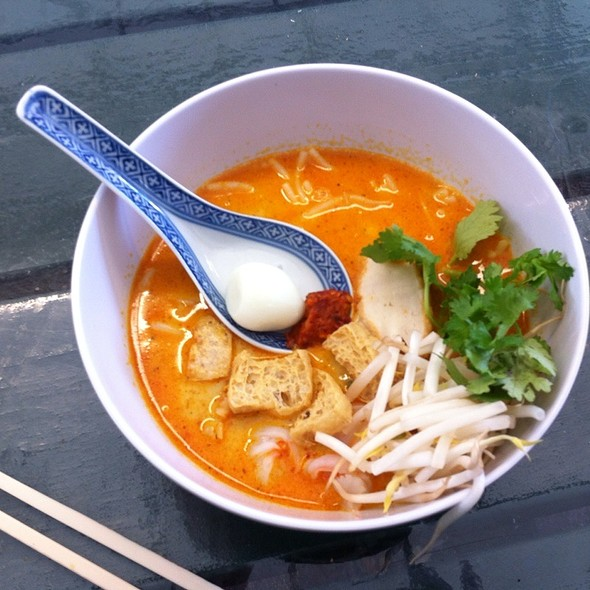 Laksa Soup @ Satay Brothers