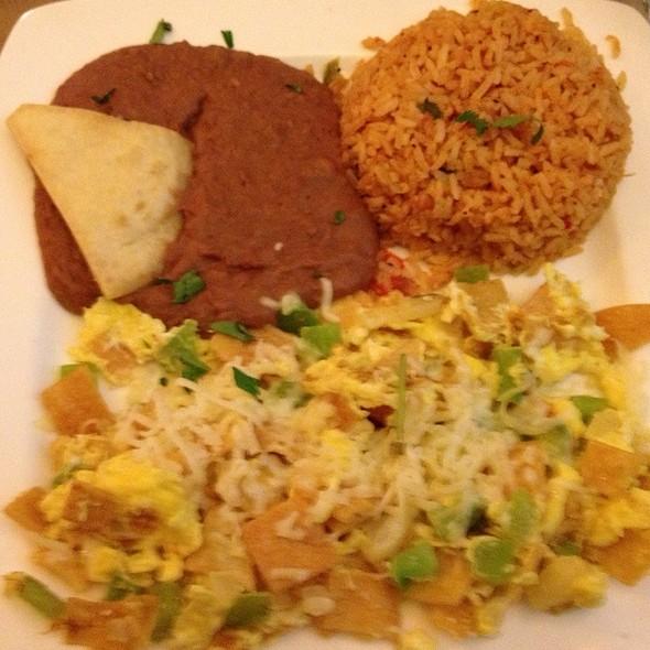 Chilaquiles Con Huevos @ Frida
