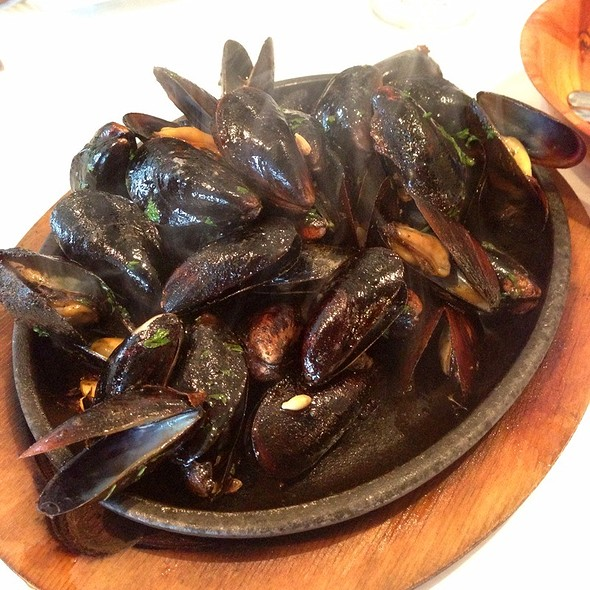 Skillet Mussels - The Oar Steak and Seafood Grill, Patchogue, NY