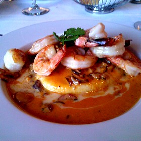 King prawns and cheese polenta