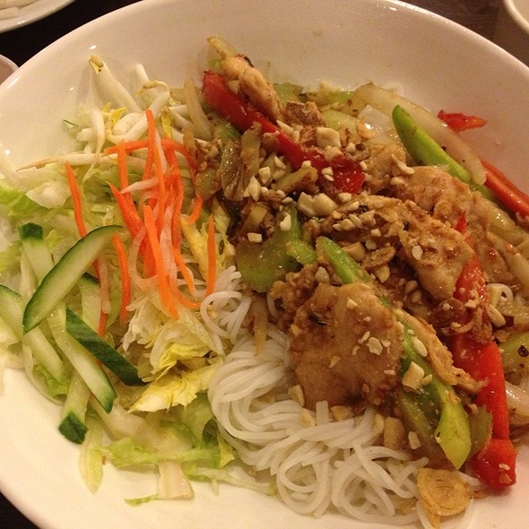 Lemongrass Chicken Noodle Bowl @ Vina Pho