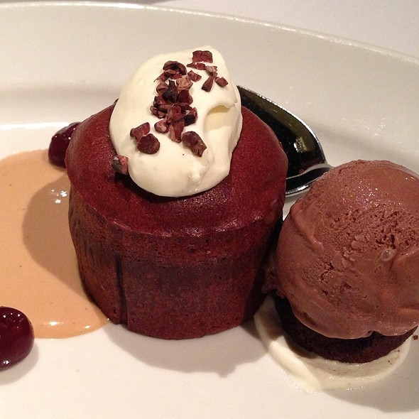 Warm Valrhona Chocolate Cake @ Mezza9