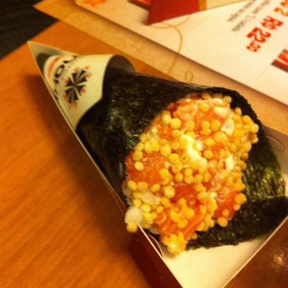 Salmon Rice Flakes Handroll @ Temakeria Makis Place - Perdizes