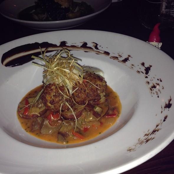 """""""Meatballs"""" Made Of Lobster Mushrooms"""