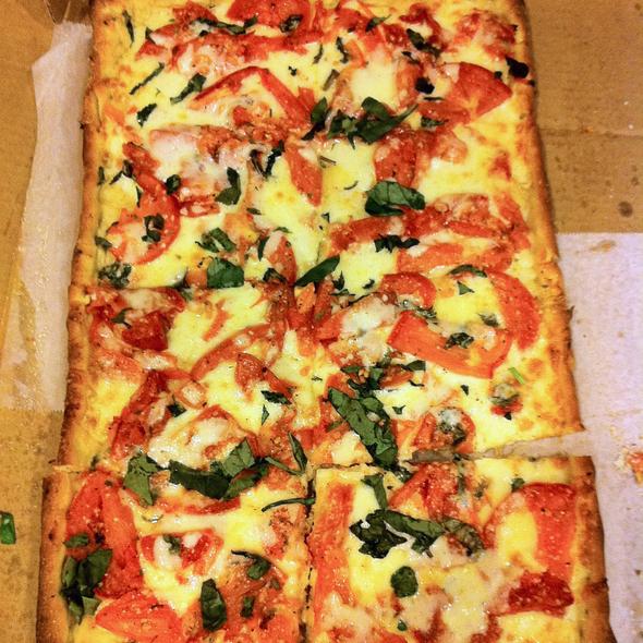 Tomato Basil Pizza @ La Pizzeria
