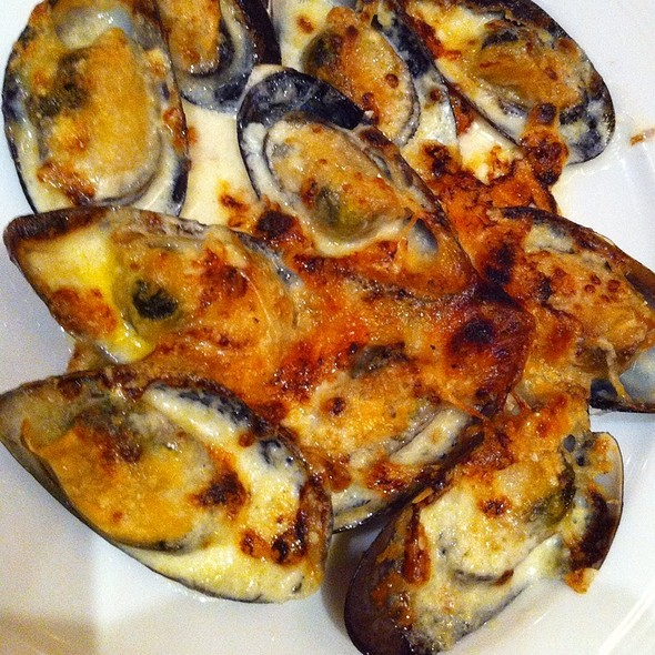 Baked Mussels in Cheese @ Basix by Dusit Thani Manila